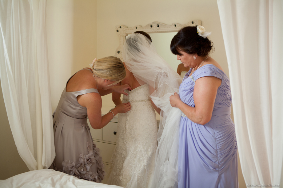 girls-getting-the-bride-ready-by-picture-me-beautiful-wedding-photography-uk