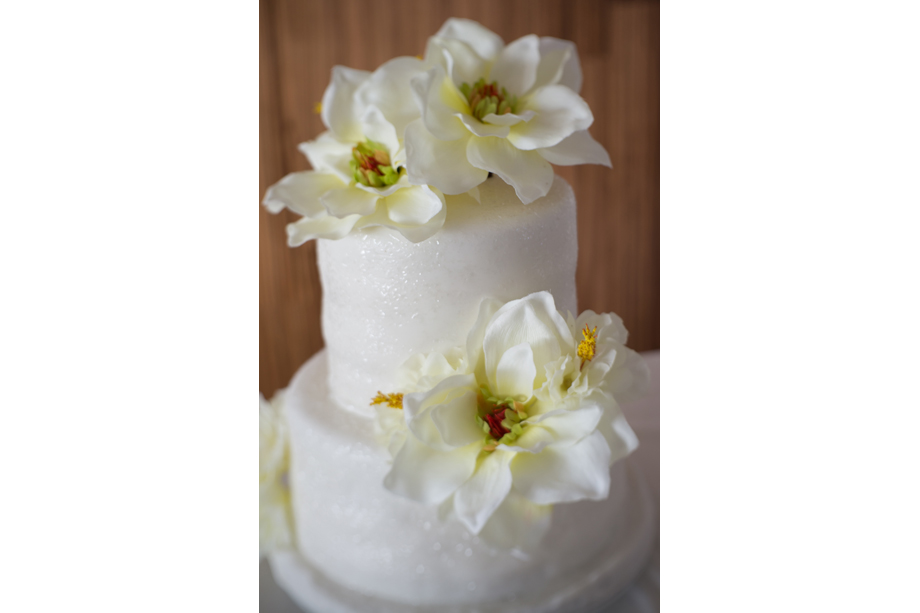 wedding-cake-by picture-me-beautiful-uk